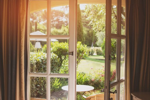 How to clean aluminium door and window and frames