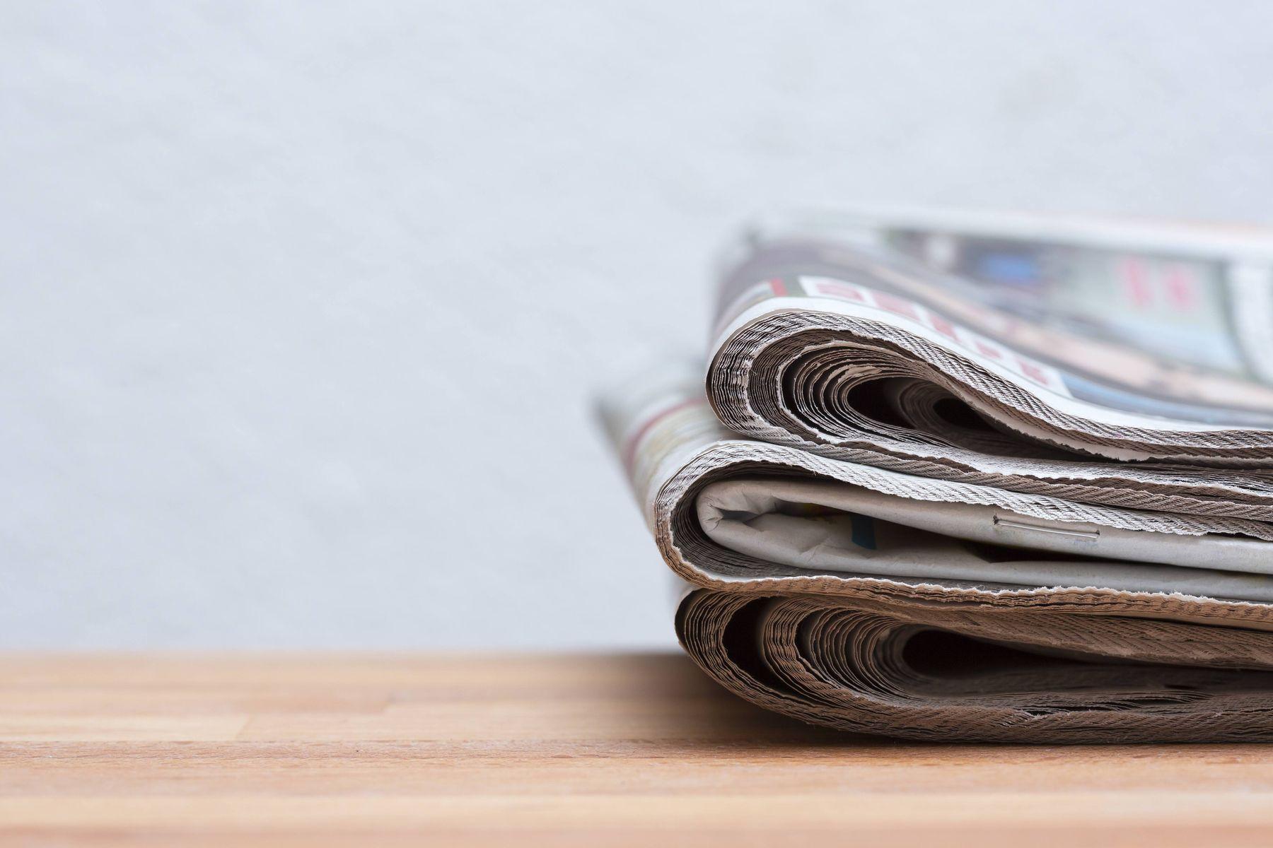lau kính bằng giấy báo