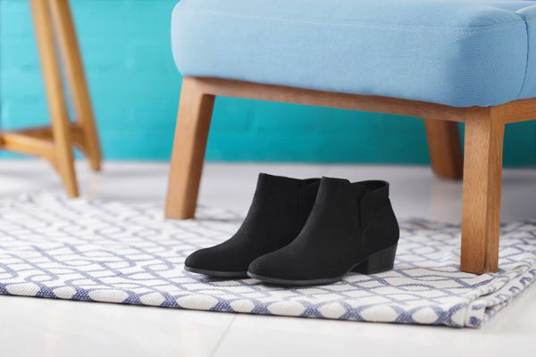 Chair legs on a rug: how to get dents out of the carpet
