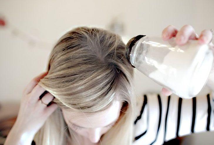 Làm dầu gội đầu khô baking soda để ủ tóc