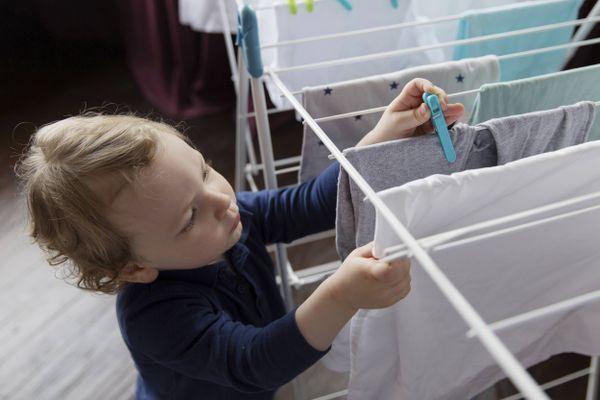 Mách mẹ cách chọn quần áo cho bé trai gầy ốm