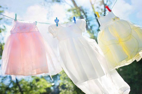 Wäsche an Wäscheleine