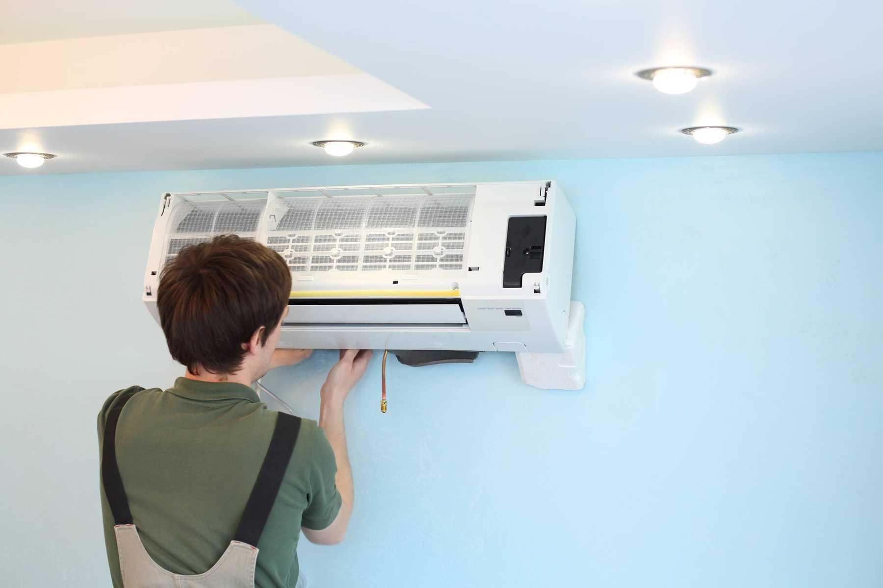Cách tháo máy lạnh, điều hòa - Tháo ốp bên dưới máy (phần ốp máy dưới cánh quạt đảo ngang)