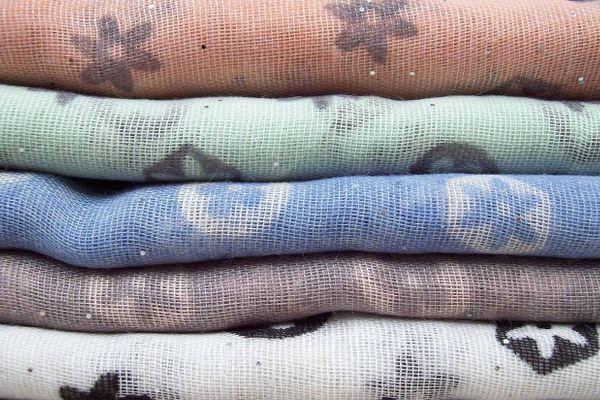 Làm sao để quần áo polyester mặc luôn dễ chịu, thoải mái?