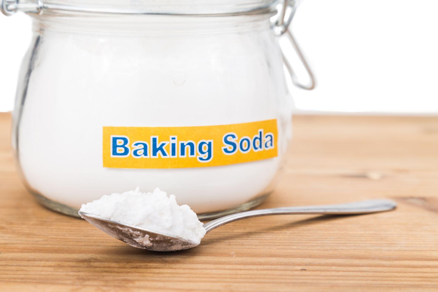 Cách tẩy áo len bị lem màu bằng baking soda