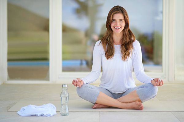 Có cần mua trang phục tập yoga hay không?