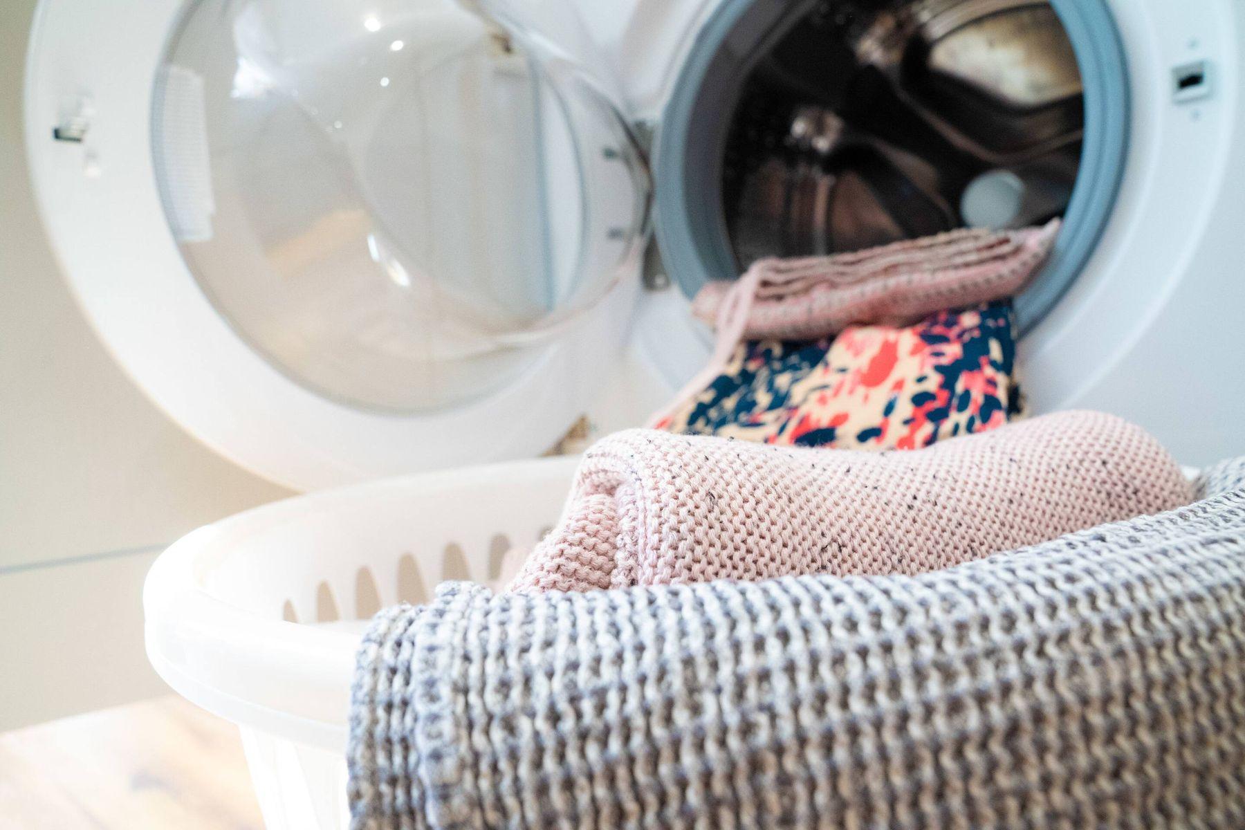 ropa dentro de la lavadora