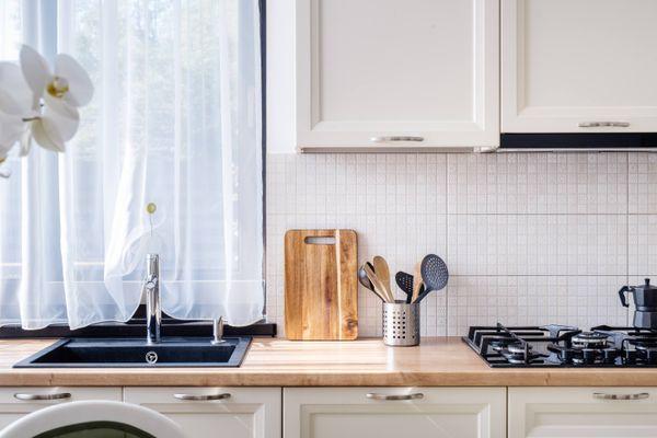 Buat Dapur Bersih Minimalis Anda Tampak Semakin Rapi dengan 6 Cara Ini