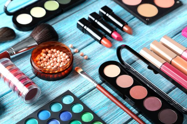 Care Tips to Eliminate Make-Up Stains From Your Clothes