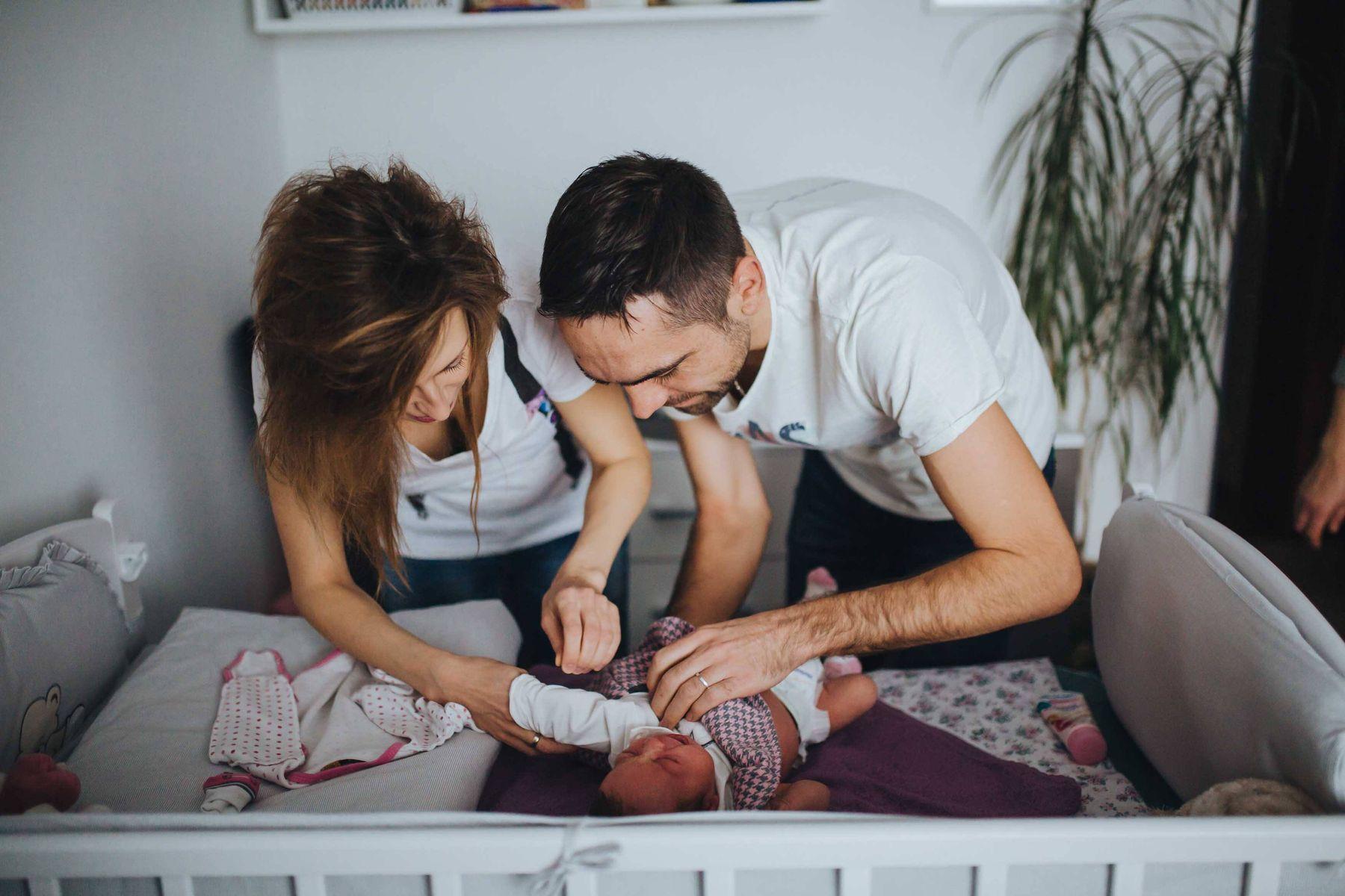 4 Mẹo bế trẻ sơ sinh không khóc dành cho bố