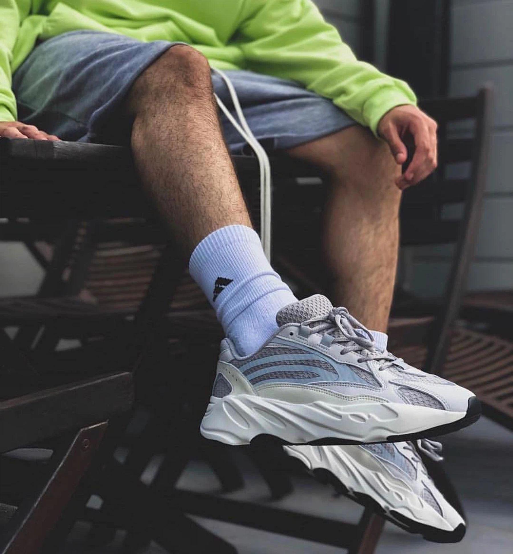 Tặng giày thể thao cho bạn trai
