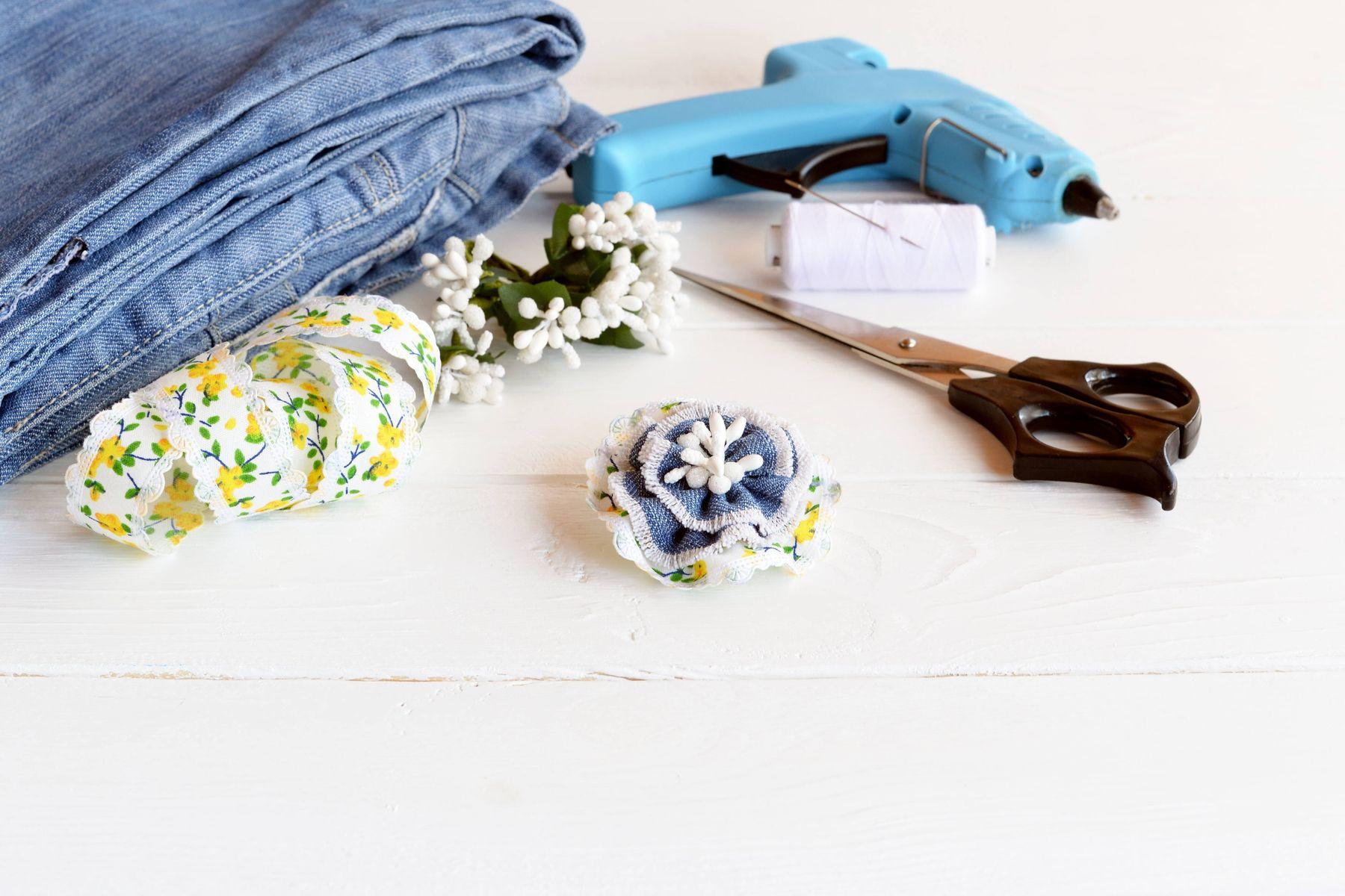 Kesme yöntemi ile çamaşır suyu lekelerinden kurtulabilir ve kıyafetlerinize yeni bir hava katabilirsiniz.