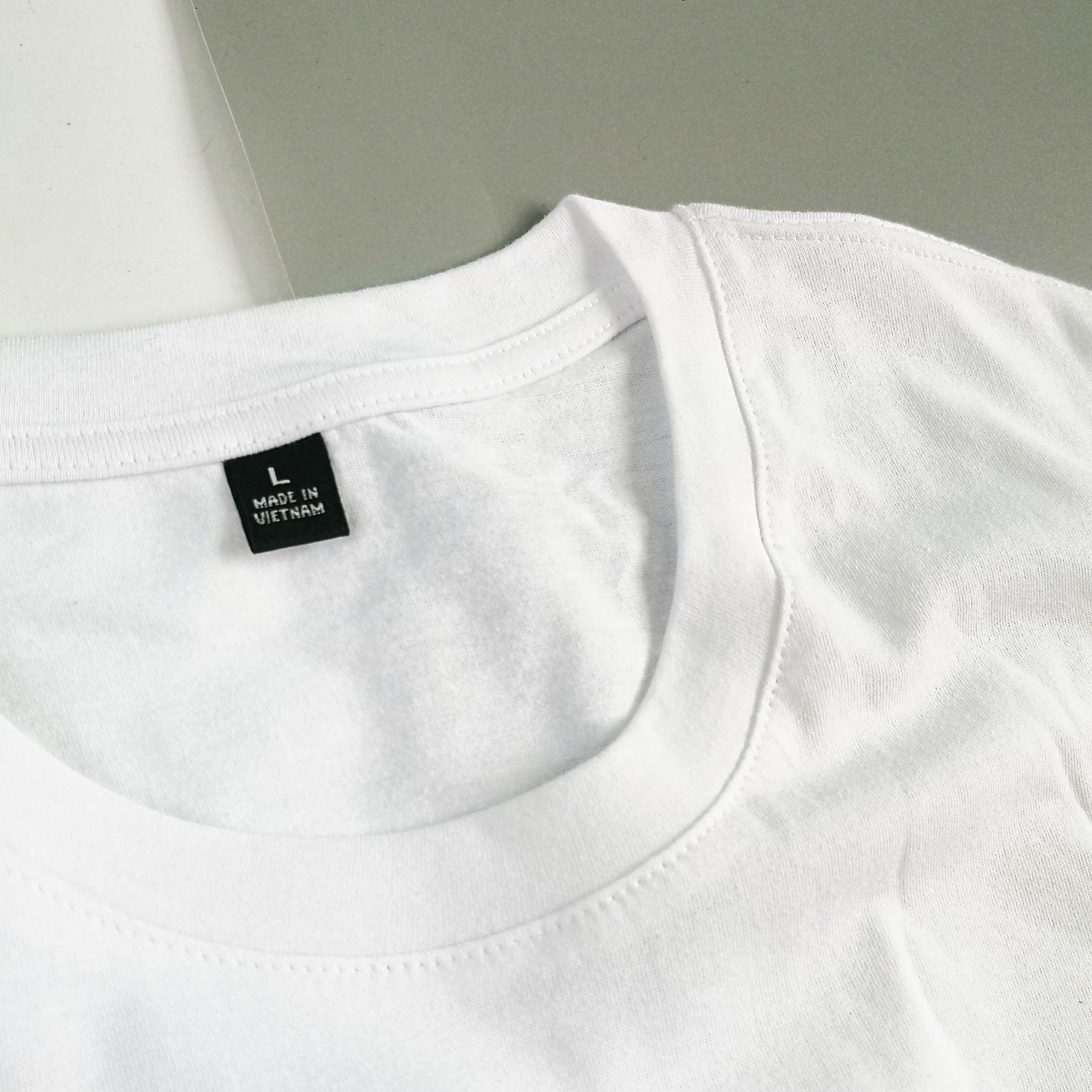 Step 1: Các vết bẩn dính trên vải cotton thường dễ tẩy sạch hơn so với các loại vải khác