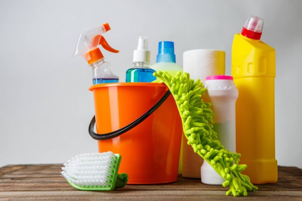 Hóa chất tẩy rửa là gì? Có mấy loại hóa chất tẩy rửa