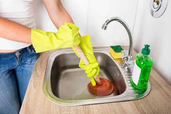 Ống thoát nước bồn rửa chén bị nghẹt
