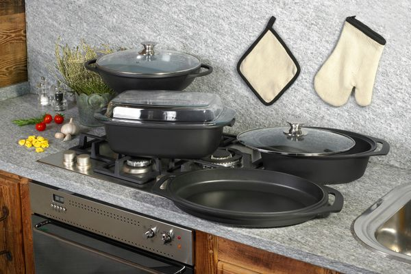 Do Your Non-Stick Vessels Need Deep Cleaning. Try This Simple Method