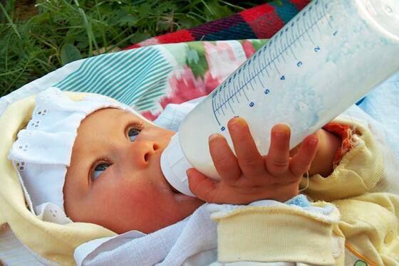 sử dụng nước rửa bình sữa ngay sau khi dùng bình