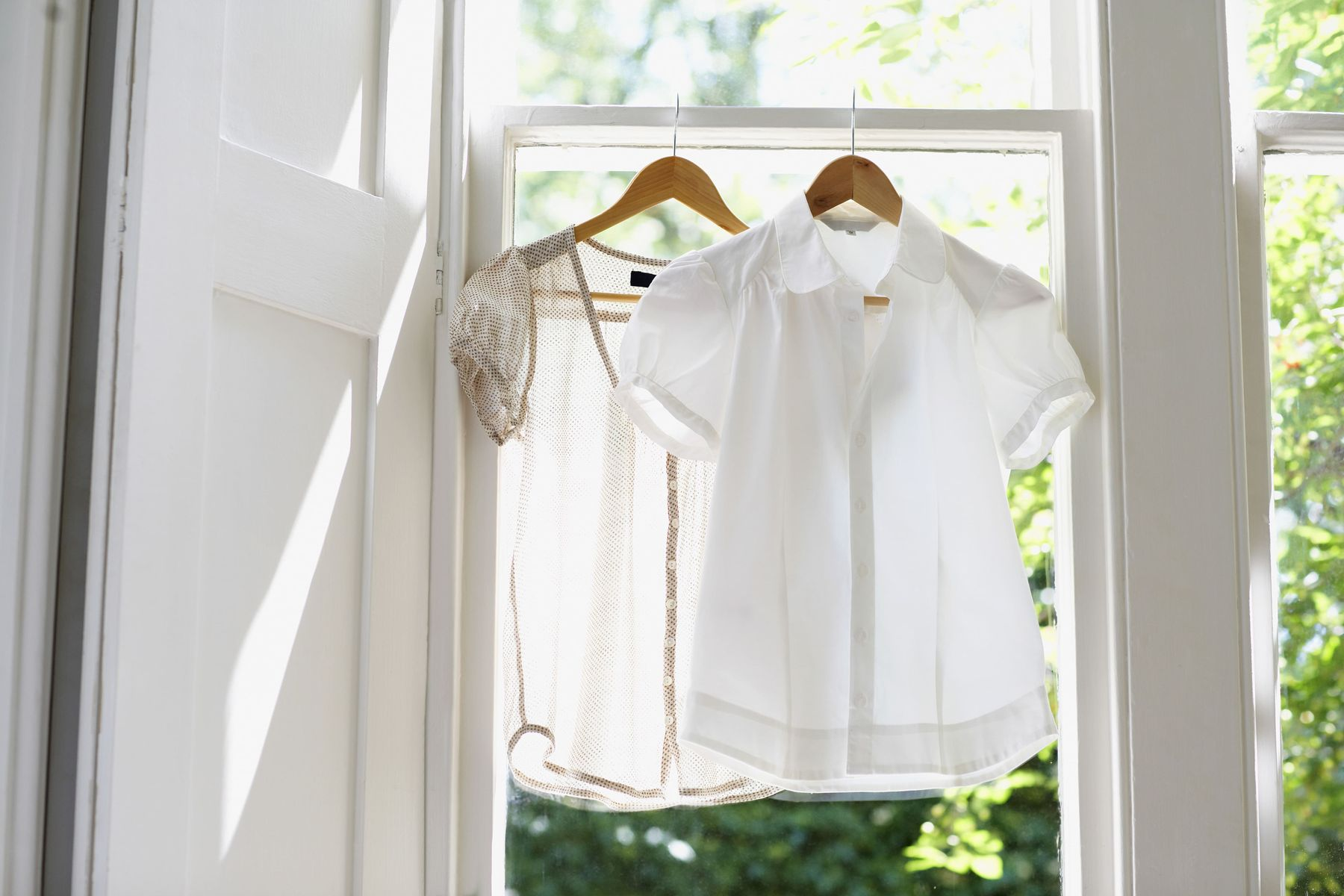 White clothes can look smart, but they can also be difficult to manage. Here are some tips to maintain your whites!