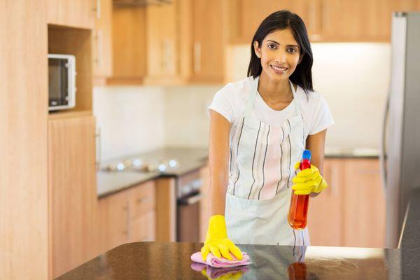 Làm sạch vết dầu mỡ trên khăn trải bàn trắng hữu hiệu với 4 cách sau