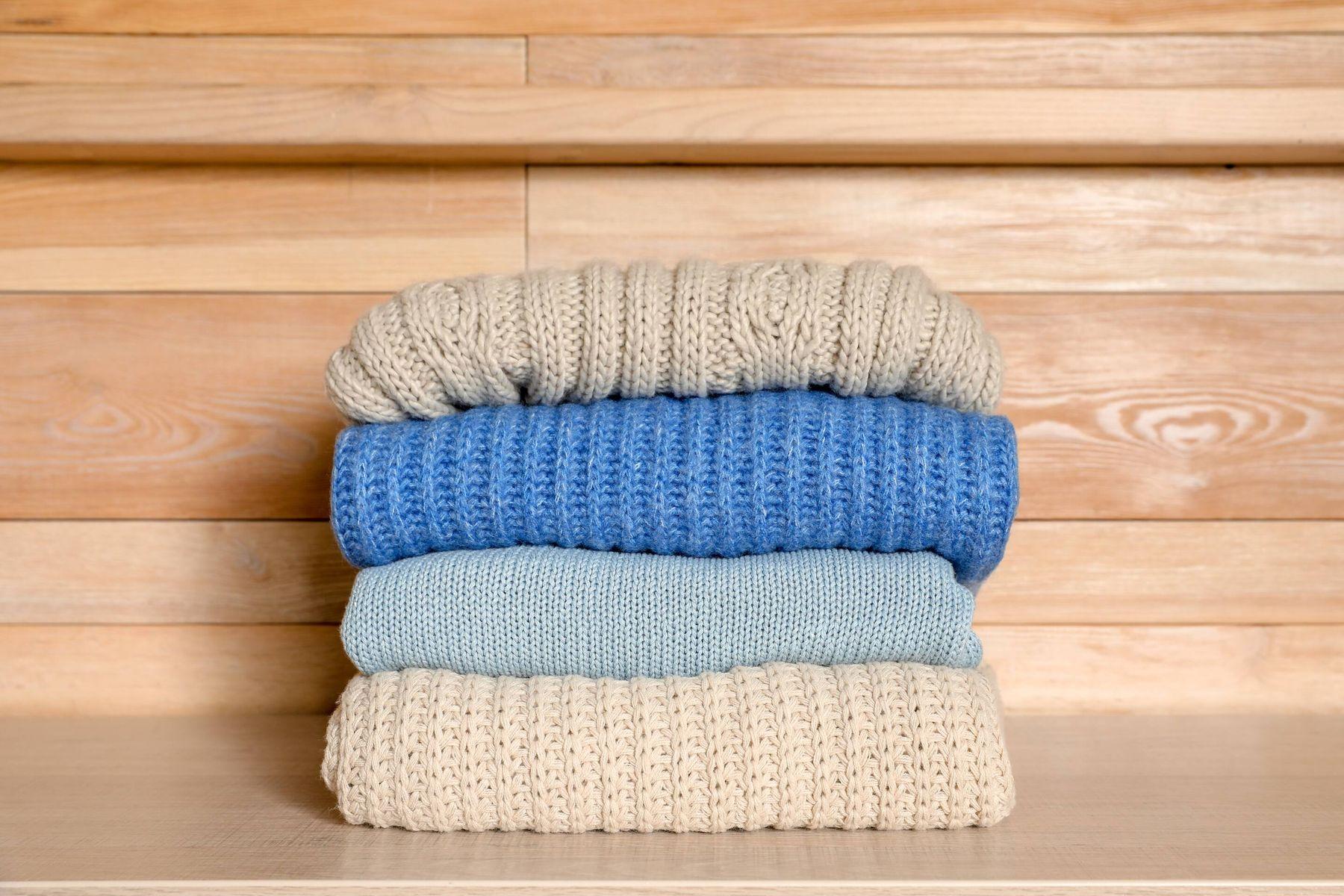 अपने ऊनी कपड़ों की देखभाल कैसे करें | क्लीएनीपीडिया