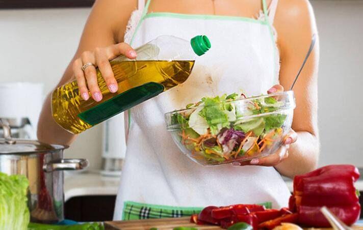 cách vệ sinh bếp ga bằng dầu ăn