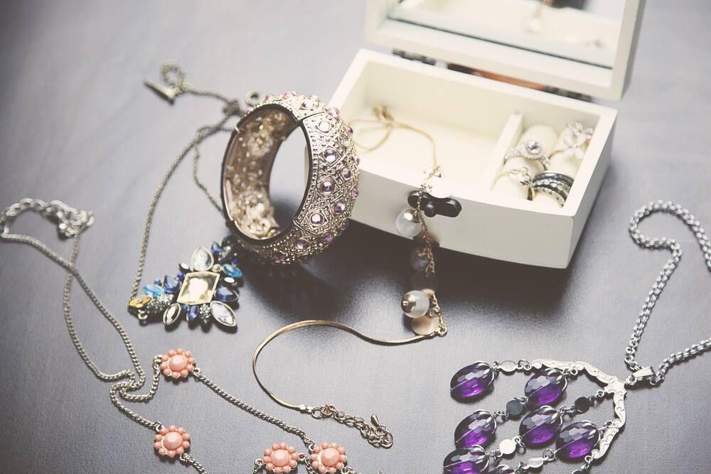 Kinh doanh online trang sức dây chuyền, vòng cổ, hoa tai, vòng tay