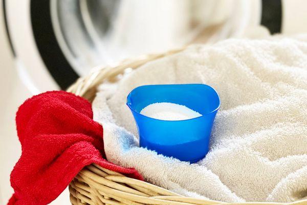 lavadora con ropa de cama