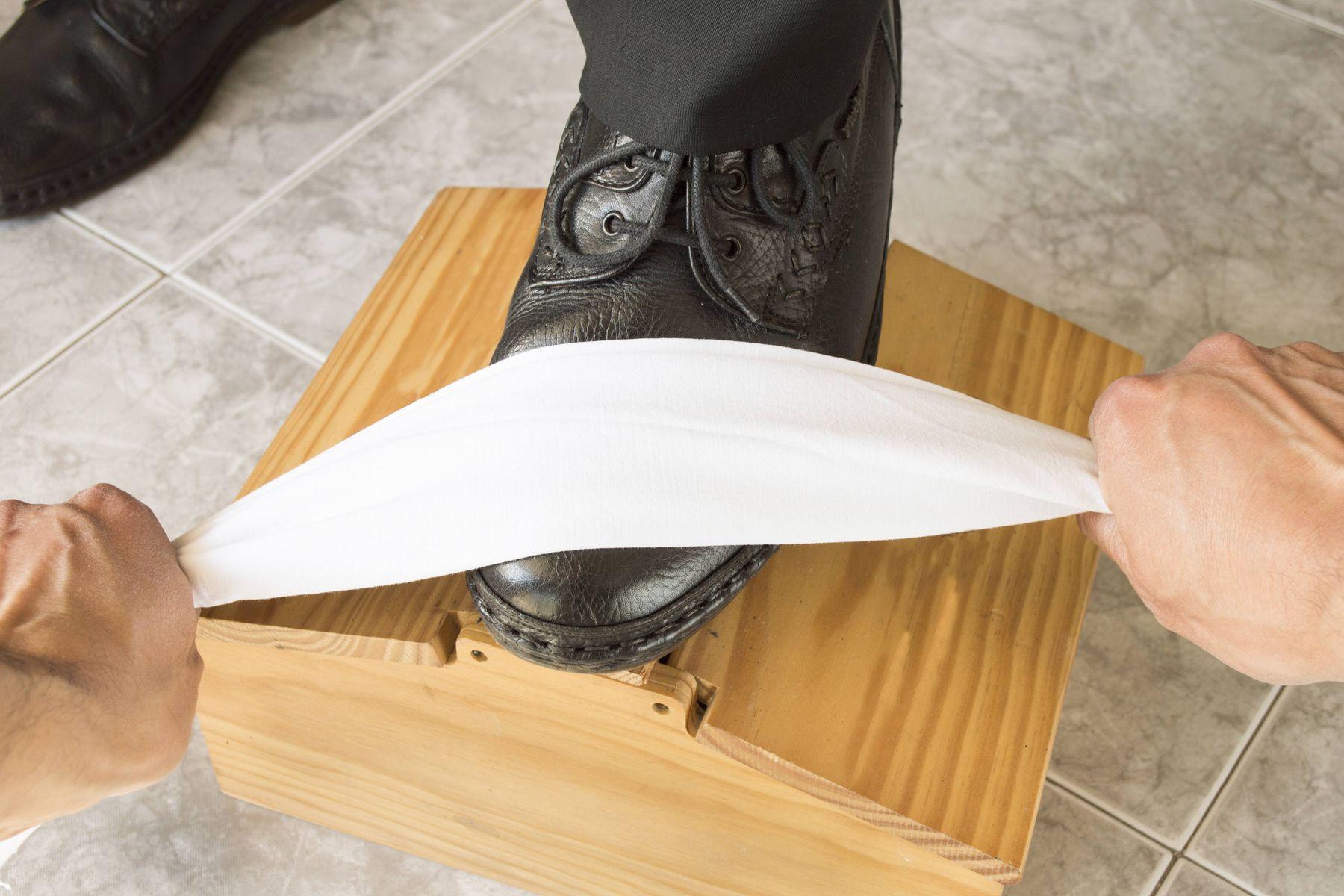 Đừng vệ sinh theo 5 cách sau nếu không muốn vứt xó đôi giày da lộn của bạn