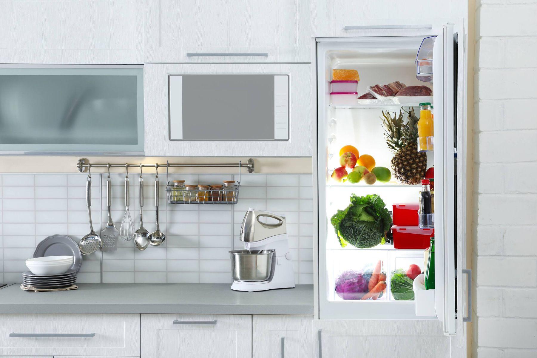 Langkah sederhana untuk menghilangkan bau kulkas