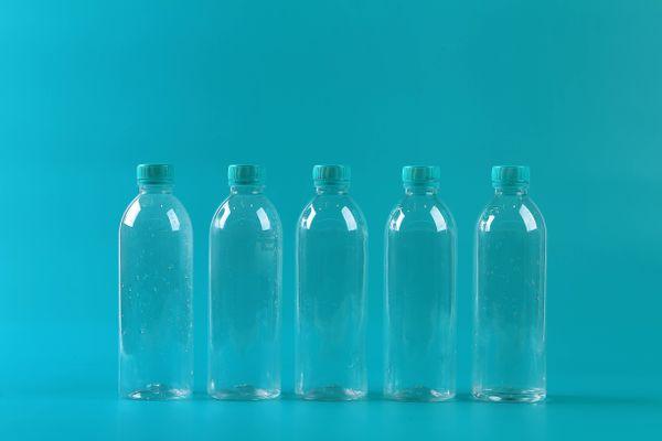 Tiết kiệm hàng triệu từ ý tưởng sử dụng chai nhựa làm đồ trang trí
