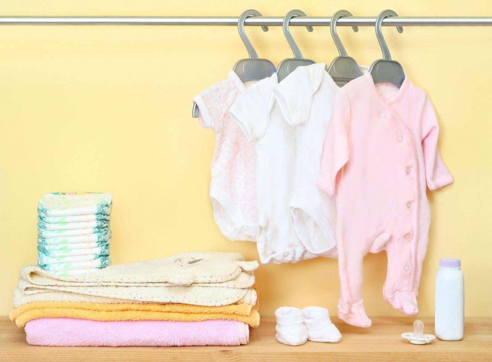 4 Điều ba mẹ nên chú ý khi chọn mua quần áo cho trẻ sơ sinh