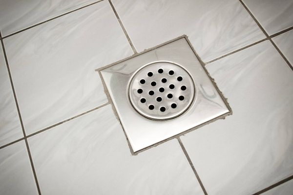 is your bathroom drain emitting sewer smells follow these tips for a simple solution