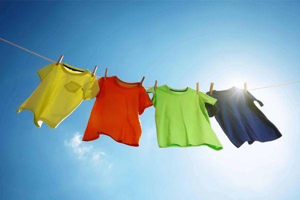 Nên giặt quần áo sáng sớm vào mùa mưa