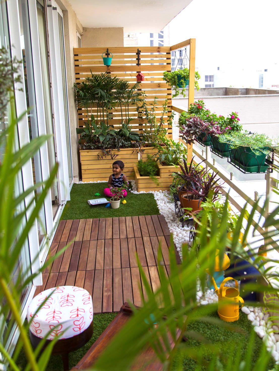 Trang trí ban công chung cư với cây xanh