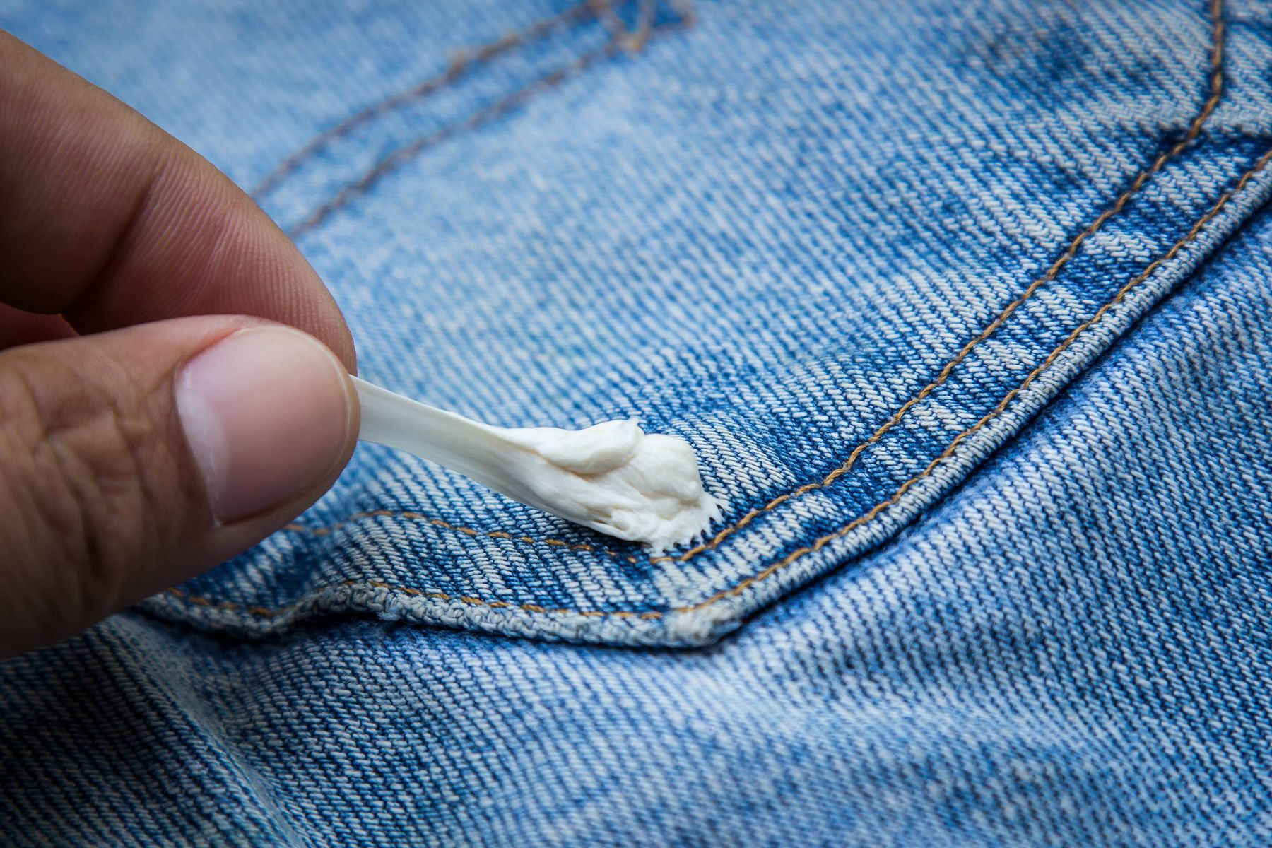 How to Remove Chewing Gum from your Clothes | Cleanipedia