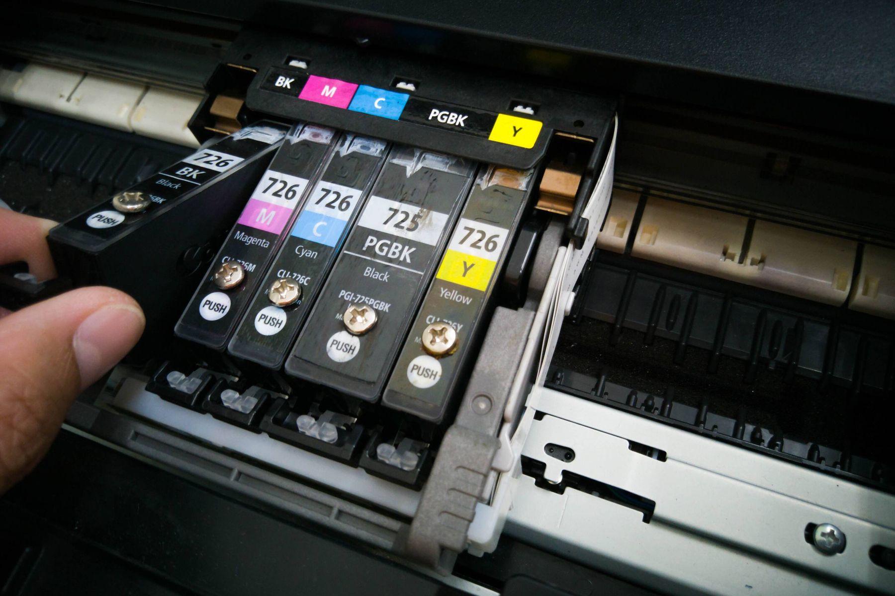 Memegang tinta printer