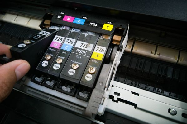 Memegang tinta printer