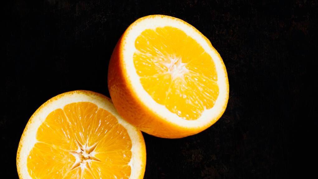 Dùng vỏ cam quýt khử mùi nhà vệ sinh
