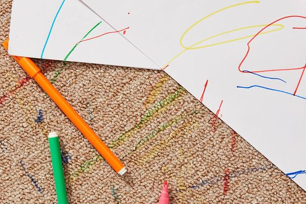 documenti disegnati da bambini con penne colorate