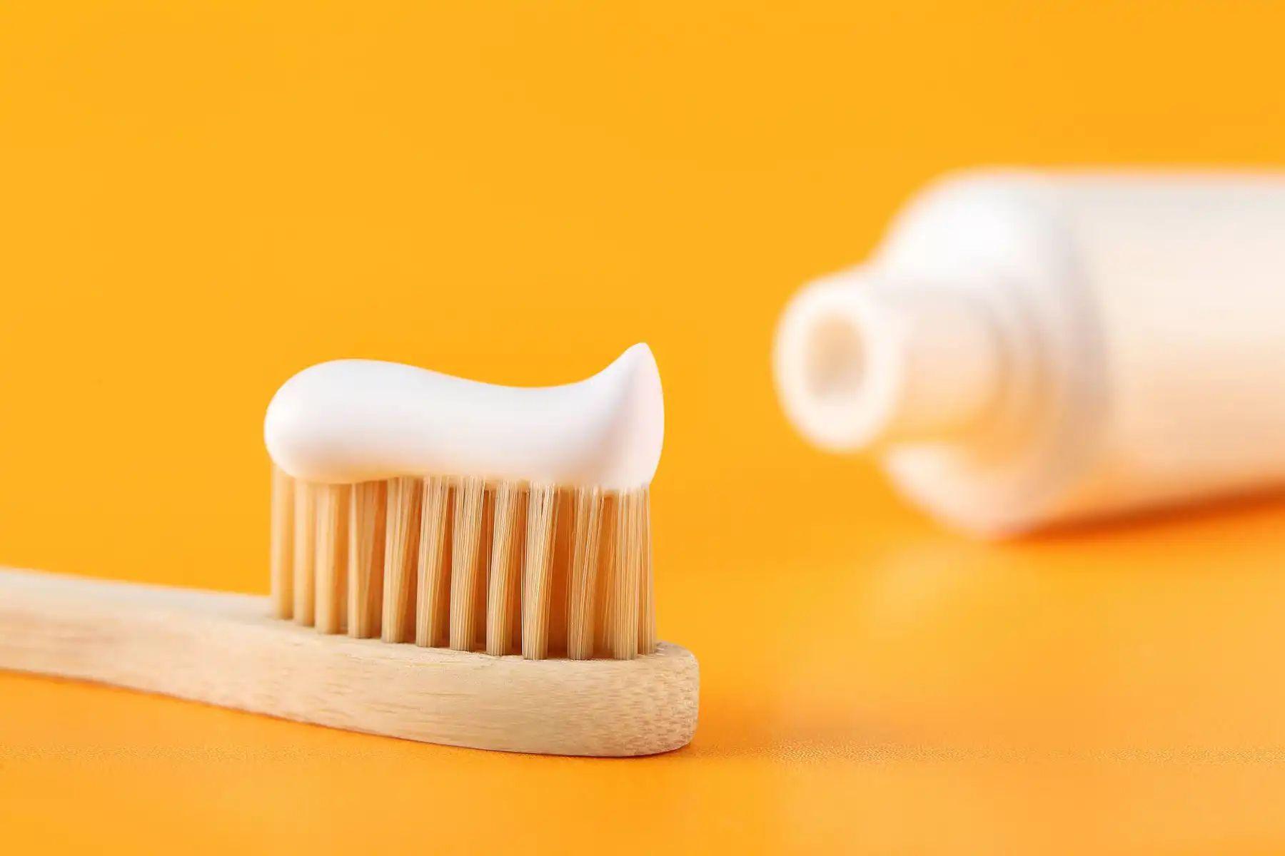 kem đánh răng vệ sinh giày
