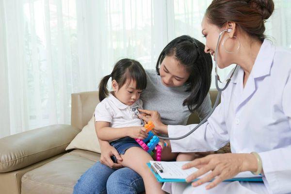 Cách nhận biết sớm dấu hiệu bệnh viêm phổi ở trẻ em