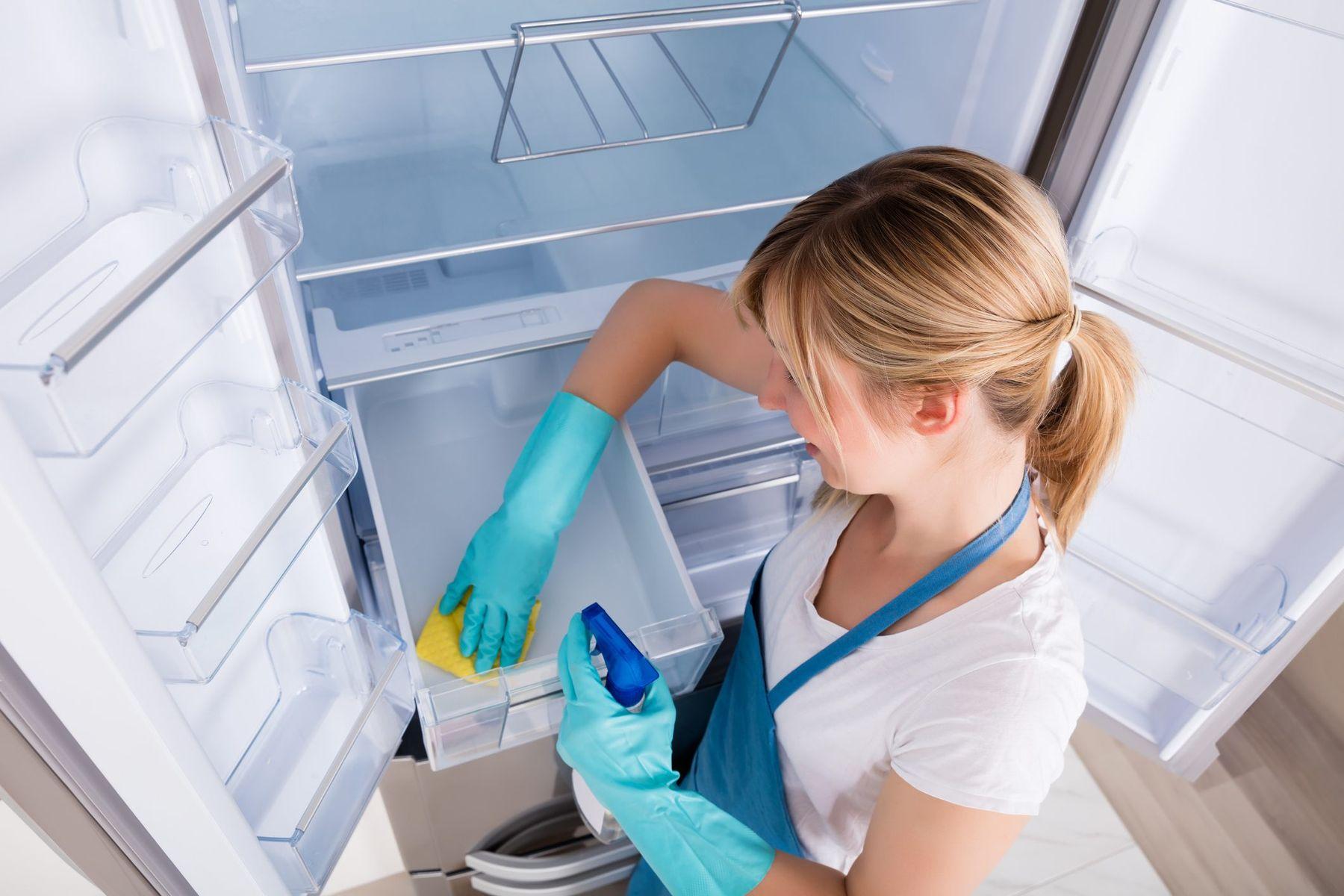 Cách vệ sinh mặt trong của tủ lạnh