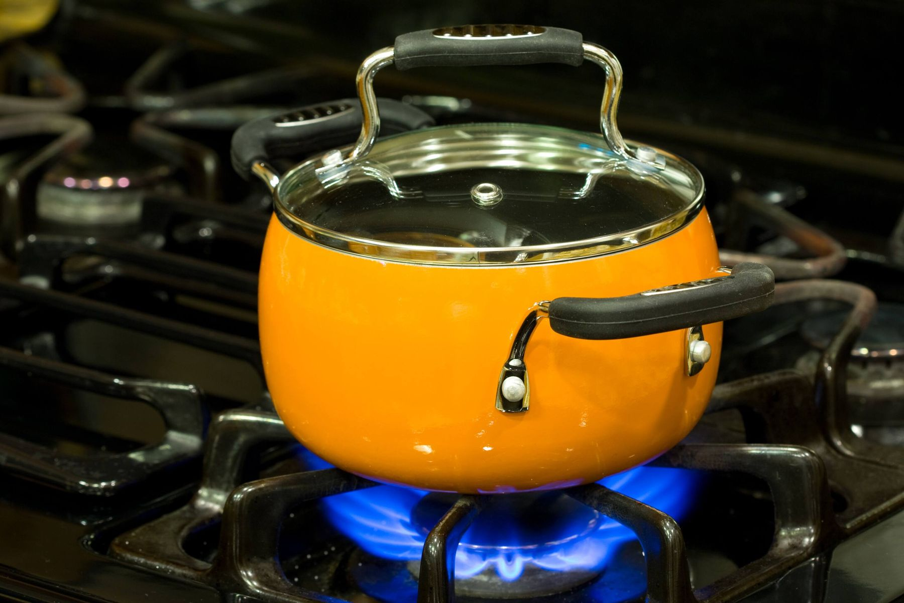 A Pro Guide to Cleaning Your Greasy Non-Stick Cooker
