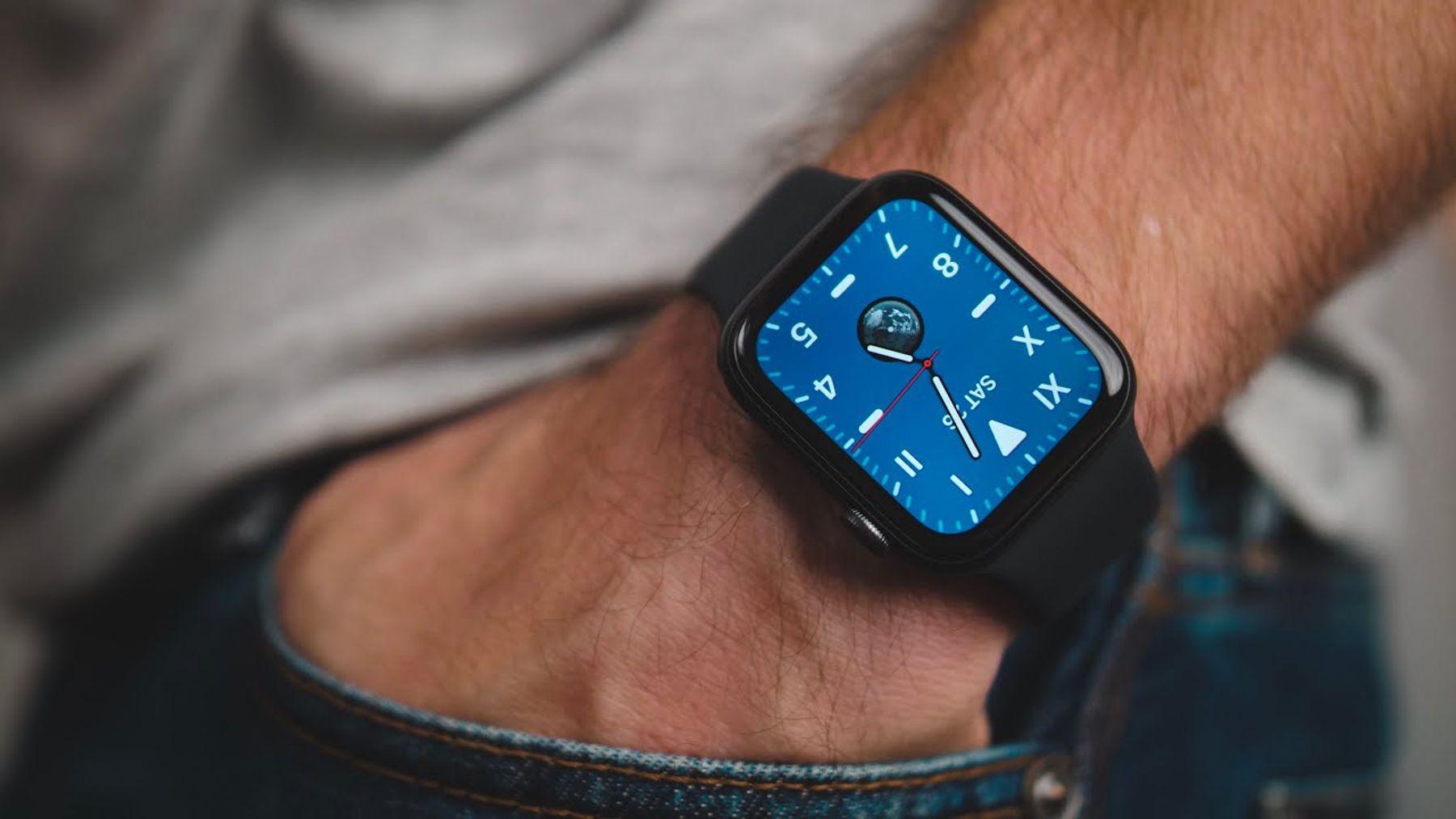 Tặng đồng hồ thông minh cho bạn trai