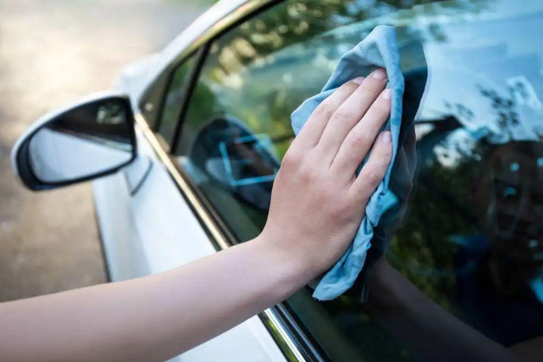 Cómo sacar el polarizado del auto: tres métodos