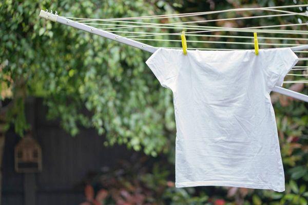 ใส่ใจในการตากผ้าเป็นหนึ่งวิธีแก้ผ้าเหม็นอับที่ได้ผล