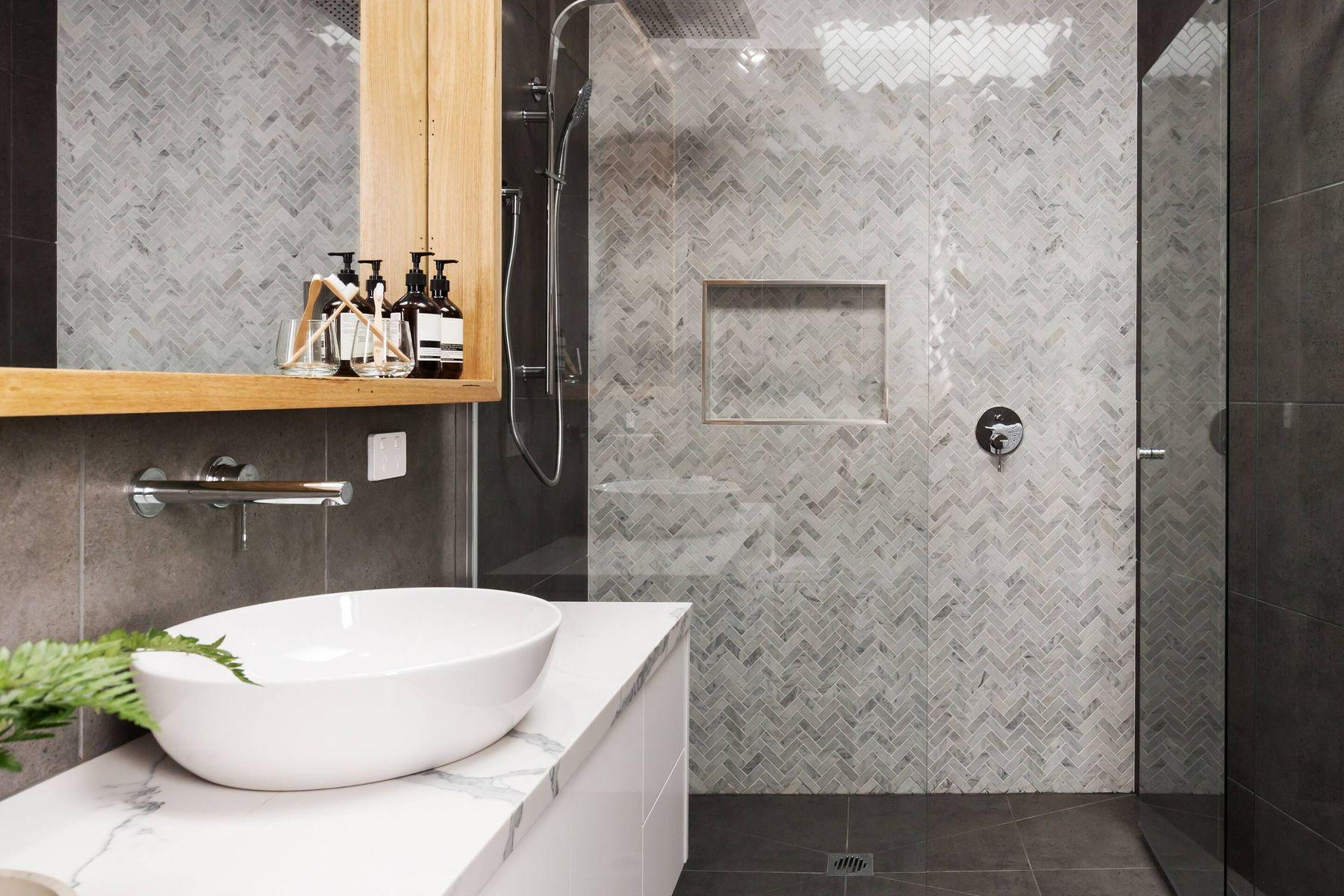 अपने बाथरूम की टाइल्स को कैसे चमकदार बनाएं | गेट सेट क्लीन