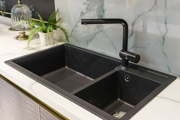How to Remove Mould from Your Kitchen Sink | Cleanipedia