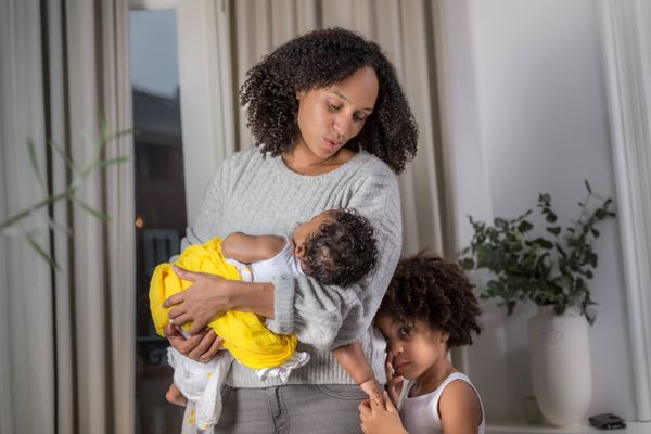 Bình hay túi trữ sữa tiện dụng hơn cho mẹ?