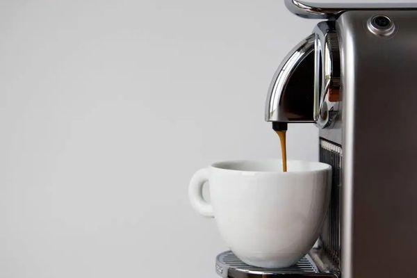 Cómo limpiar una cafetera y descalcificarla